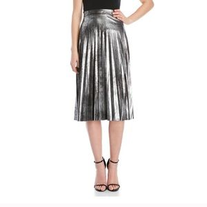 Adorable midi sliver skirt..  tea length